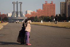 Girl saluating soldiers in front of Korean Workers Party's Monument (bvoneche) Tags: kp pyongyang coredunord