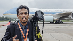 The Photographer With Air Force One (wazari) Tags: camera usa canon photography nikon photographer unitedstatesofamerica malaysia airforceone putrajaya subang photojournalist behindthescene thephotographer thephotographers tudm travelphotographer jurufoto malaysiaphotojournalist wazari primeministerdepartment wazariwazir ahlifotografi malaysianphotojournalist malaysanphotographer