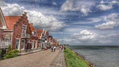 Noordeinde, Gouwzee, Volendam, Netherlands - 2921 (HereIsTom) Tags: travel sea sun lake holiday holland nature water netherlands dutch bike bicycle cycling vakantie europe view you sony nederland cybershot tourists cycle views fietsen volendam noordeinde webshots fietsvakantie gouwzee photobumper hx9v