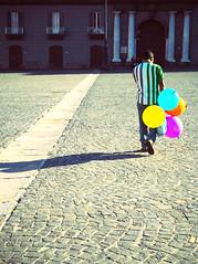 IMGP1701 (maurizio siani) Tags: city november light italy persona italia novembre pentax napoli naples piazza autunno luce citt palloncini mattina dietro pavimentazione giorno solitudine colorati camminare plebiscito spalle palloni k30 venditorepalloncini