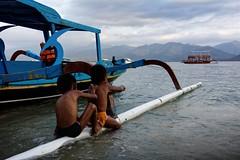 Evening games (Andrea Cavallini (cavallotkd)) Tags: ocean beach kids indonesia evening boat andrea air gili cavallini floater cavallotkd andreacavallini