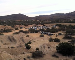 002 Parking Lot From The Famous Rocks (saschmitz_earthlink_net) Tags: california parkinglot hills orienteering rockformations aguadulce vasquezrocks losangelescounty 2015 laoc losangelesorienteeringclub
