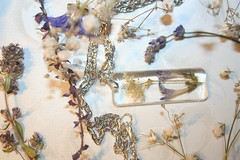 Purple Heart necklace (WhimsyRock) Tags: resin necklace jewelry handmade flowers delicate botanical nature unique artisanwork pendant ogrlica lani smola epoxy cvijee privjesak privezak cvee priroda petal purple ljubiasto latica