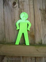 Green standing running man standing on fence (Su_G) Tags: sug 2016 standingrunningman greenstandingrunningmanonfence greenstandingrunningman fence woodenfence greenman green 3dprinting 3d maker makerlink