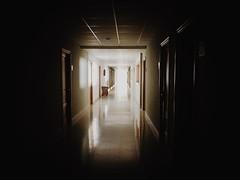 La Luz al final (yanitzatorres) Tags: techo suelo ventanas pasaje passage doors resplandor iluminacin puertas luz edificios hall pasillo