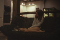 yul & sima (hey_dima) Tags: olympus om1n film 35mm 135mm 400iso 400 iso tyumen autumn 2016 homephoto home house dacha scan epson perfection 2580 photo zuiko 50mm negative scanner kodak ultra max sitting girl comfort cat sima sofa kitchen room warm colors