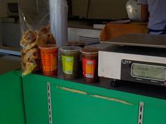 A punto de ser atendido!, en la fila de las tortillas  (Xic Eseyosoyese (Juan Antonio)) Tags: a punto de ser atendido en la fila las tortillas  chicharrn cerdo bolsa bascula salsa verde roja ranchera mexicana tortilla cola maquina para hacer maz nokon coolpix sx170is mxico vida cotidiana calor hogar negocio tortillera salsal chiles tomates jitomates y especias