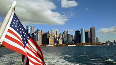 2016-11-05 New York - WTC Liberty und Ellis Island, 9-11 Memorial 195 (qni1987) Tags: usa new york city america autumn 2016 d5100 nikon nyc herbst stars stripes flag manhattan skyline skyscraper wolkenkratzer flagge amerika united states