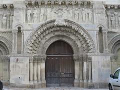 Une faade romane... mais o??? Il s'agissait de la faade (XIIe) l'glise Saint-Mdard  Thouars (79) (Yvette Gauthier) Tags: quelestcelieu architecture artroman portail glise glisesaintmdard poitoucharentes thouars deuxsvres 79