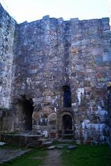 DSC05309 (villeveta) Tags: window stone stair ruin sten canopy fortress valv fnster glugg trappa fstning velivilppu