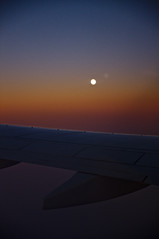 Moonrise in Flight to Istambul (christian.riede) Tags: sunset moon window plane sonnenuntergang fenster wing moonrise flugzeug flgel mondaufgang