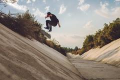 ... (d-kings) Tags: chile canon eos 50mm ditch skateboarding f14 flip skate skateboard sk8 6d kickflip 2015 strobist yn460 yongnuo460 dkingsphoto