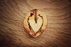 herzig nussig (bauingenieuse) Tags: heart sony herbst walnut struktur mobilephone nut holz herz z3 compact walnuss 2015 nuss handyfoto xperia bauingenieuse