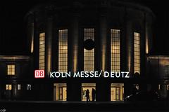 Bahnhof Kln Messe/Deutz (Reise-, Natur- und Makrofotografien) Tags: urban station nikon nacht bahnhof kln bauwerk gebude beleuchtung lichter nachtaufnahme deutz leuchtschrift nikkor50mmf12 d700