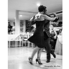 Evento -Milonga de Mil Amores lugar @hotelcastillof - sensualidad, sincronismo, dos palabras se solo se acercan a lo el tango es, por que aquellos que lo bailan son capaces de sentirlo y tocarlo em todo su esplendor #tango #milonga #atwork #tangotime #mil (In.FOTO) Tags: new xmas blackandwhite bw blancoynegro blanco square photography noir dancers year negro tango squareformat wish bnw newyeareve happynewyear 2016 blancetnoir felizaño tangotime iphoneography instagramapp uploaded:by=instagram