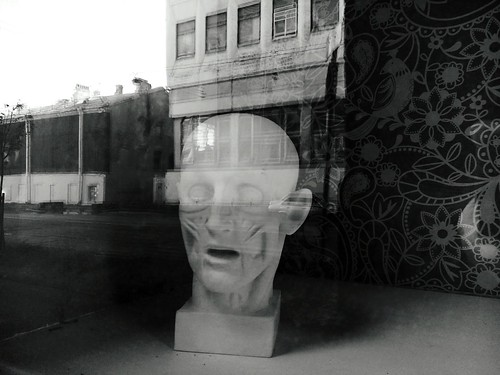 Голова Window One Person Building Exterior People Day Adults Only Human Body Part Adult Outdoors One Man Only