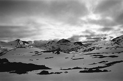 Approaching Veltdal (IggyRox) Tags: norway norge europe scandinavia north tafjord tafjordfjella reinheim mountains snow hike sky clouds beauty dusk viltloyfti veltdal view vast tordsnose naushornet skjak oppland film 35mm