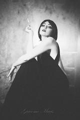 (G i a c o m o - M a c i s) Tags: bn bw noir vintage vsco vscofilm hp5 grain retr fashion portrait portraiture
