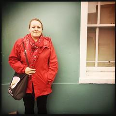 Me (breakbeat) Tags: hipstamatic oxford instameet instagrammeetup photowalk city hipstamaticapp girl greenwall redcoat