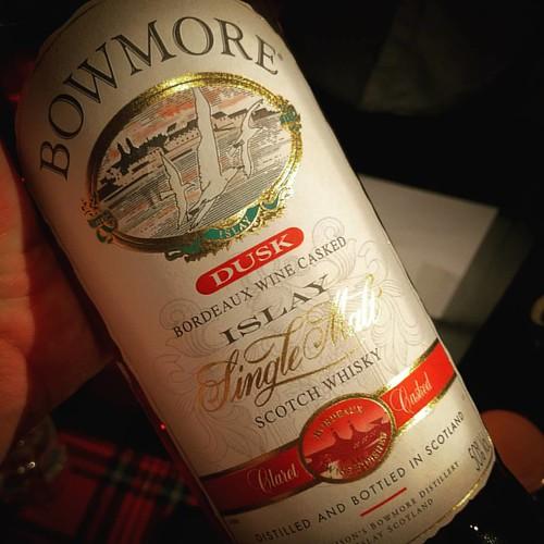 Naar het einde toe mag het al eens iets speciaal zijn. Een Bowmore Bordeaux wine cask finish ... #subliem #whiskywithfriends #singlemalt #scotch #whisky #islay #bowmore