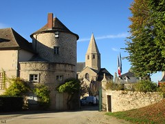 I feel so  (ricMon chemin ) Tags: nexon hautevienne limousin nature canon photography glise church clocher tour tower outside paysage landscape 87 eu sky ciel bleu blue arbres tree trees automne autumn octobre october 2016 leaves feuilles curies haras cheval herbst autunno city country