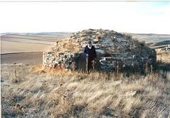 Castilruiz. Cndido en la nevera (foto Mara) (Asociacin Pueblo de Castilruiz (Soria)) Tags: castilruiz antiguas nevera