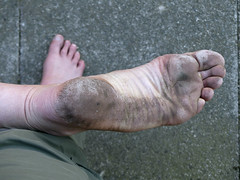 Urban colour (Barefoot Adventurer) Tags: barefoot barefooting barefeet barefooter barefoothiking barefooted baresoles barfuss blacksoles anklet cityfeet callousedsoles livingleather leathersoles leathertoughsoles healthyfeet toughsoles wrinkledsoles walking barefootshopping barefootwalking toes heelcracks hardsoles happyfeet arches thicksoles