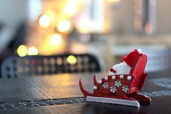 Christmas Sleigh (Attolrahc) Tags: canoneos60d canon eos 60d canonef50mmf14usm indoor dof christmas christmasdecoration ornament bokeh december sleigh