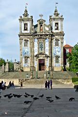 Igreja de Sto Ildefonso (MiChaH) Tags: holiday vakantie porto portugal city stad citylife streetlife stedentrip september 2016 kerk church igrejadestoildefonso mozaiek mosaic duiven pigeons kerkplein
