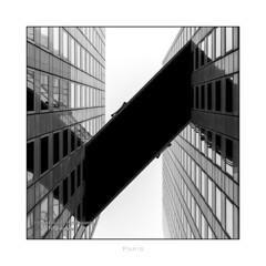 Paris n91 - Skybridge (Nico Geerlings) Tags: ladefense skybridge ngimages nicogeerlings nicogeerlingsphotography leicammonochrom 50mm summilux paris parijs france