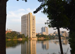 The rising middle class (Francisco Anzola) Tags: dhaka bangladesh gulshan