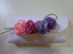 Carteira Juliana - tecido com flores de cetim (Costurinhas da Sueli - Festejando 6 anos) Tags: flores carteira tecido cetim