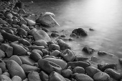 Guijarros (alimoche67) Tags: josejurado sony slt alpha a7 rocas guijarros playa cala largaexposicion bw