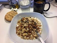 Frukost 5/10 (Atomeyes) Tags: mat frukost fil msli br granola knckebrd kaffe vatten sesam havssalt