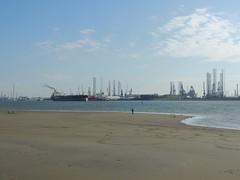 DSCN6462 (jebakker) Tags: nieuwemaas oeverbospad botlek botlekrotterdam deltatankers deltapioneer tanker oiltanker olietanker crudeoiltanker ruweolietanker vlaardingen maassluis
