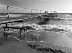 Øresund (holtelars) Tags: pentax 645 pentax645 645n 6x45 smcpentaxfa 45mm f28 120film 120 film foma fomapan fomapan100 fomapan100classic 100iso mediumformat analog analogue blackandwhite classicblackwhite bw monochrome filmforever ishootfilm filmphotography xtol homeprocessing larsholte espergærde beach waves denmark danmark seascape jobo autolab atl1500