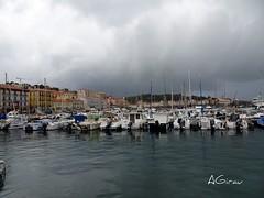 ...y el cielo se puso triste... (AGirau ...) Tags: agirauflickr flickr agirau mar lluvia nubes veleros barcos puerto portvendres