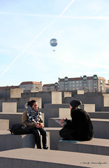 Catch Up (Areti Antonakopoulou) Tags: berlin germany holocaust memorial air balloon die welt chat women