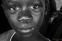 Gambian Kid (DieLei) Tags: africa afrika smilling coast thegambia gambia kid portret portrait black white blackwhite bw zwart wit boy monochrome outside natural light people