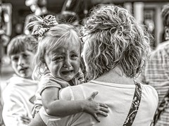 Candid..... (Kevin Povenz Thanks for the 2,800,000 views) Tags: 2016 june kevinpovenz westmichigan michigan holland hollandstreetperformers child blackandwhite bw canon7dmarkii portrait crying brother sister mom