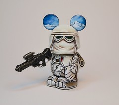 Snow Trooper (Jared Circusbear) Tags: mickey mouse vinyl vinylmation vinyltoy custom toy art painting sculpture miniature urban collectible figure figurine disney walt handmade actionfigures fanart munny dunny kidrobot popvinyl popart funko disneyana star wars snow trooper empire srikes back hoth stormtrooper gun soldier