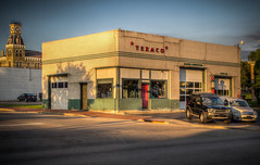 Old Texaco Station Building (Vic's Classic Cars) (donnieking1811) Tags: ohio lebanon texaco gasstation fillingstation building buildings exteriors outdoors canon 60d