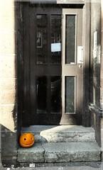 Halloween's Coming (Michelle O'Connell Photography) Tags: lindenstreet glasgow scotland autumn autumn2016 fall pumkin autumnseason pumpkincarving jackolantern halloween halloweenpumpkin tenement close templeglasgow temple october glasgowinautumn glassofinoctober michelleoconnellphotography