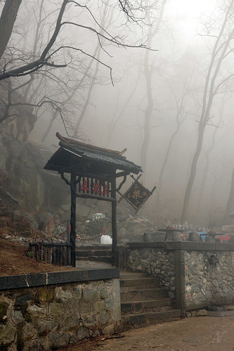 Descending Mount Taishan