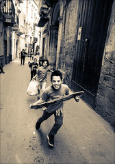 Kids of Tarent (W.MAURER foto) Tags: street italien italy tarent taranto streetphoto streetphotography blackandwhite monochrome spielen gassenkinder nikond800 tamron1530mmf28 tamron tamron1530mmf28vc play streetkids