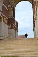 Centenaire de la Bataille de la Somme (JDAMI) Tags: missingofthesomme disparusdelasomme batailledelasomme centenaire 1418 thiepval picardie grandeguerre mmorial cimetire monument souvenir escalier chapeaumelon angleterre france soldats nikon d600 tamron 2470 80