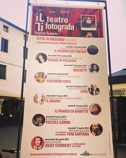 A novembre le date del Macbeth saranno 4! Ma girando per Bassano il manifesto ci ricorda che saremo qui il 18 gennaio! #theaterlife #theatrelife #teatrobresci #tournée