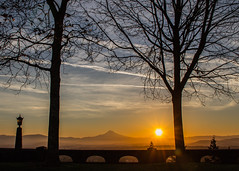 Sunrise at Rocky Butte (EeBeeGeeBee) Tags: portland oregon sunrise dawn mounthood mountain rockybutte statepark mthood hood cascade