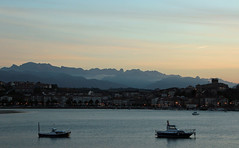 San Vicente de la Barquera. (universaldilletant) Tags: sanvicentedelabarquera stadt picosdeeuropa bucht