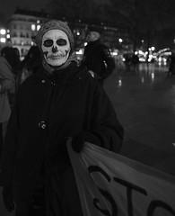_DSF0158 (sergedignazio) Tags: france paris street photography photographie fuji xpro2 internationale lutte violences femmes